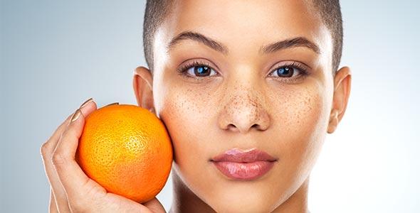 Kvinne med glødende hud